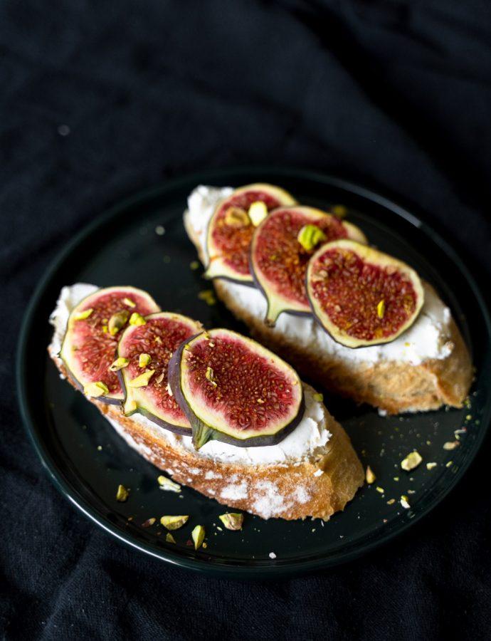 Broodje geitenkaas met vijgen