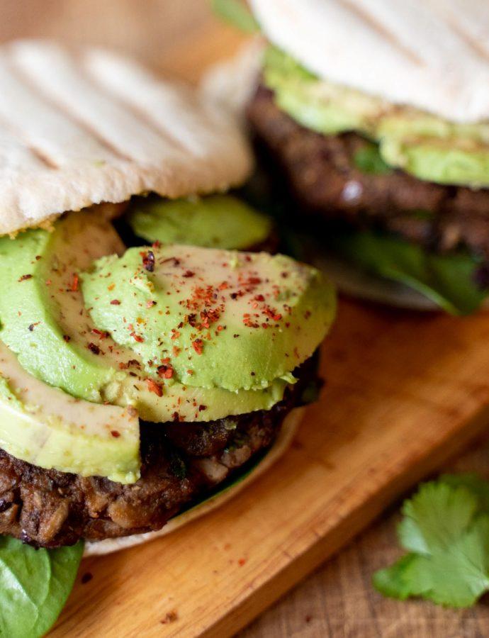 Bonen champignon burger op pita's